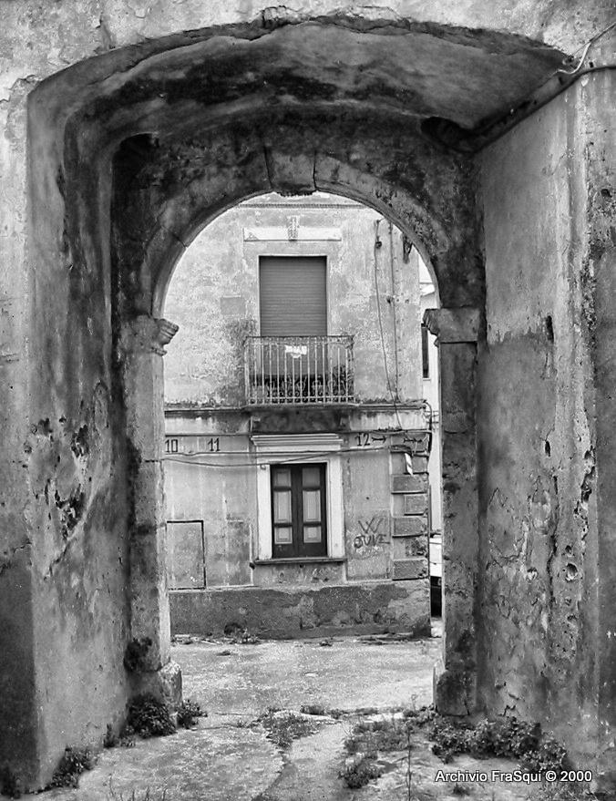 Arco Salerno con vista su uno scorcio che non esiste più...