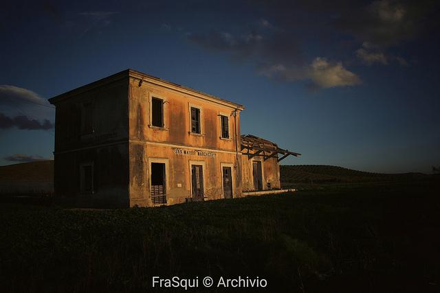 Vecchie stazioni della Calabro Lucane sulla tratta Crotone Petilia Policastro